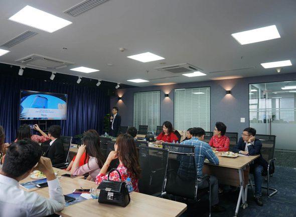 phong hoi thao Aruna Offices ceo tower co day du trang thiet bi tien nghi voi suc chua len den 50 nguoi